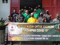 Vihara Sukavati Bersama TNI – AD Bagikan 300 Paket Sembako